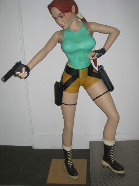 Lara Croft Figur Lebensgroß